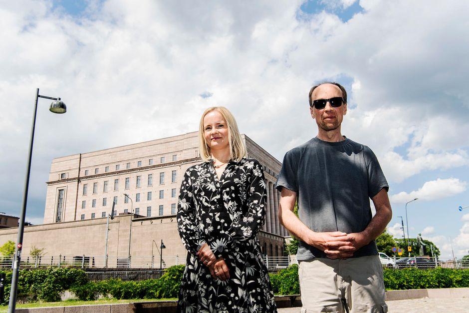 Varapuheenjohtaja Riikka Purra ja puheenjohtaja Jussi Halla-aho törmäsivät Pikkuparlamentin edustalla 30. kesäkuuta.