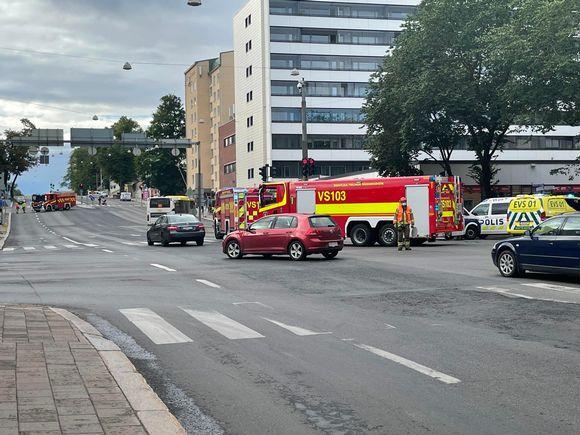 Liikenneonnettomuus Hämeenkadun ja Uudenmaankadun risteyksessä