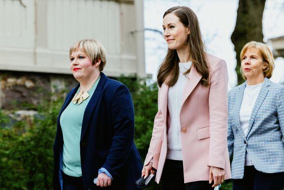 Sanna Marin, Annika Saarikko ja Anna-Maja Henriksson saapuu hallituksen infoon Kesärannassa.