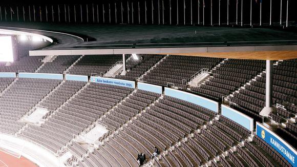 Tyhjät katsomot Olympiastadionilla.