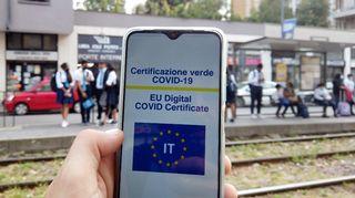 Italia on määräämässä koronapassin pakolliseksi työntekijöille.