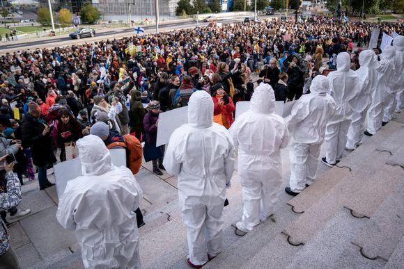 koronatoimien vastainen mielenosoitus