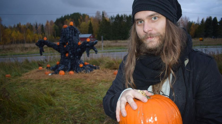 Ville Rajamäki Halikon kurpitsapuistossa.