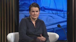 HUSin apulaisylilääkäri Eeva Ruotsalainen A-studiossa.